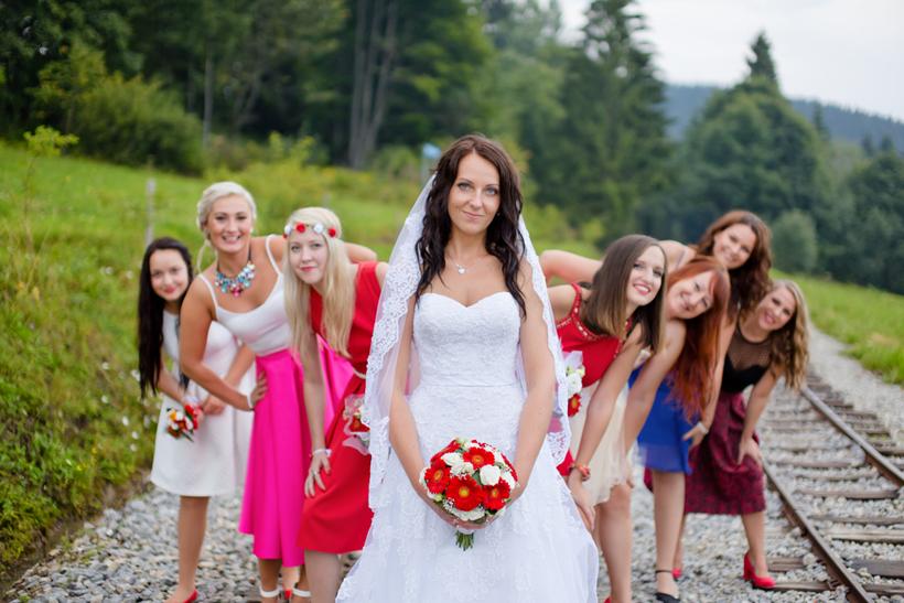 Fotenie nevesty s družičkami