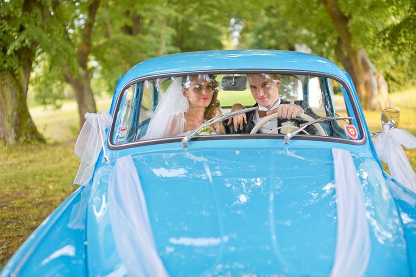 Fotenie svadobnych fotiek - retro auto