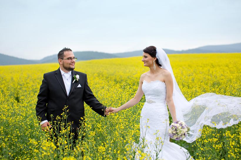 Fotenie svadny na rozkvitnutej lúke