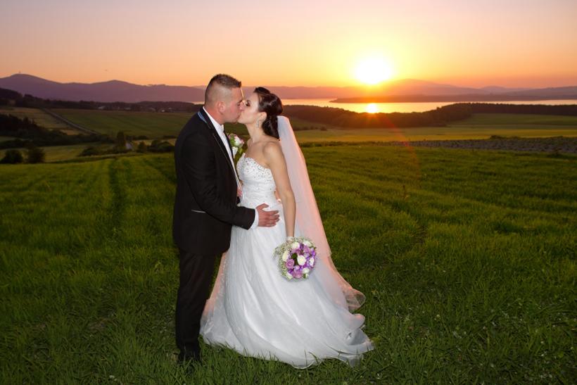 Fotenie svadobných portétov pri západe slnka